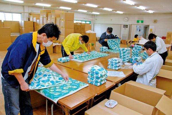 タオル製品の仕上げ加工作業